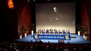 El presidente de RealSocialismo!, Oier Marigil, durante su intervención en la junta de 2015.